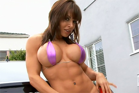 sexy-fitness-babe-tits