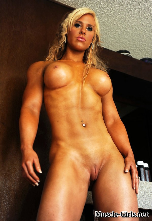 Incredible beautiful Fitness blonde showing off her ...